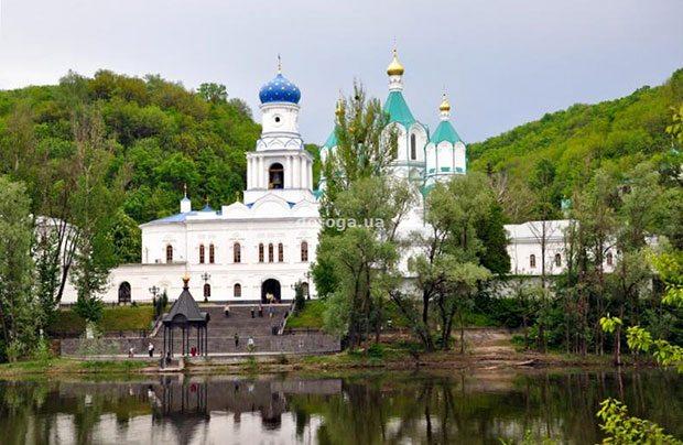 Красивый храм