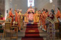 Во французском городе Эшо прошли празднования в честь святых мучениц Веры, Надежды, Любови и матери их Софии