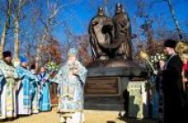 Монумент в память восстановления единства внутри Русской Православной Церкви освящен в США