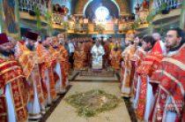 В день памяти святителя Николая Предстоятель Украинской Православной Церкви возглавил Литургию в родном селе на Буковине