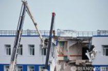 Священники помогают пострадавшим в результате обрушения казармы в Омской области