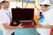 Участники II Международного межрелигиозного молодежного форума передали памятные подарки Предстоятелю Русской Церкви