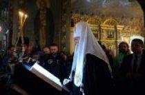 В канун Великого Вторника Святейший Патриарх Кирилл принял участие в вечернем богослужении на Пюхтицком подворье в Москве