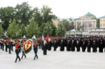 В День памяти и скорби митрополит Крутицкий Ювеналий возложил венок к могиле Неизвестного солдата у Кремлевской стены