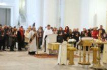 Погибших при крушении российского самолета на Синае молитвенно помянули в Троицком соборе Санкт-Петербурга