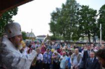 В белорусской деревне Тонеж освящен храм-памятник, установленный на месте сожженной нацистами церкви с верующими