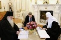 Святейший Патриарх Кирилл принял губернатора Сахалинской области О.Н. Кожемяко и архиепископа Южно-Сахалинского и Курильского Тихона