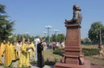 В Керчи освящен памятник святителю Луке (Войно-Ясенецкому)