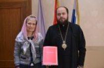 Приходам Бишкекской епархии передано Шестопсалмие на киргизском языке