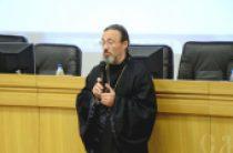 Священники, участвующие в интернет-проекте «Батюшка онлайн», проводят встречи со студентами и школьниками