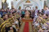 В Великий Четверток Патриарший экзарх всея Беларуси совершил Литургию в Свято-Духовом кафедральном соборе Минска
