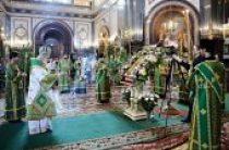 В канун праздника Троицы Святейший Патриарх Кирилл совершил всенощное бдение в Храме Христа Спасителя