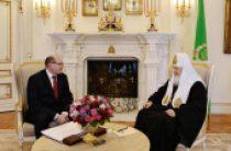 Святейший Патриарх Кирилл встретился с председателем правления компании «Российские автомобильные дороги» С.В. Кельбахом