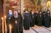 Архиереи Украинской Православной Церкви молились за Литургией в Киево-Печерской лавре перед началом Священного Синода и Собора епископов