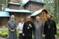 Председатель Синодального отдела по делам молодежи освятил храмы на острове Коневец и в поселке Саперный и посетил молодежные лагеря