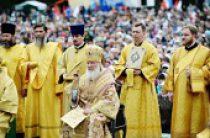 Предстоятель Русской Церкви совершил Литургию на центральной площади Горно-Алтайска