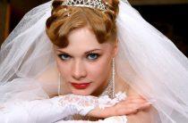 Должна ли девушка брать фамилию супруга, вступая в брак?