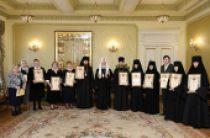Святейший Патриарх Кирилл вручил награды сотрудникам Московской Патриархии, отмечающим знаменательные даты в 2015 году
