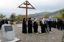 Святейший Патриарх Кирилл освятил поклонный крест на месте основания Алтайской духовной миссии