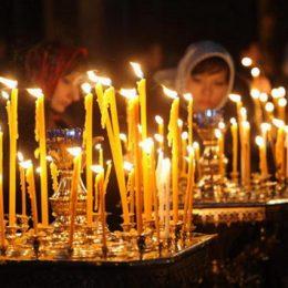Как правильно ставить свечи в церкви
