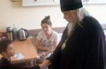 Председатель Синодального отдела по благотворительности поздравил с Пасхой юных пациентов Научно-клинического центра оториноларингологии ФМБА России