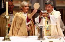 Женщина-епископ!!! В Англии женщин посвящают в епископы!