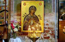 """Как и о чем просить Богоматерь перед иконой """"Умягчение злых сердец"""" – молитвы на русском и старославянском"""