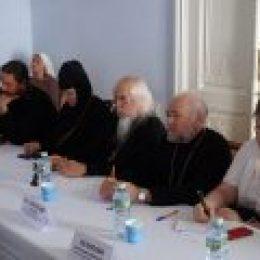 Вопросы церковного волонтерского служения обсудили на круглом столе в Москве
