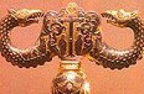 Какой смысл имеют две змеи, размещенные на посохах патриархов Русской Православной Церкви?