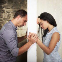 Какие молитвы помогут вернуть любовь жены и как их правильно читать